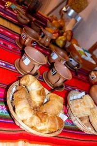 Opciones de desayuno para los huéspedes de Mini Hostería Termas de Fiambala