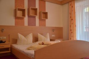 Ein Bett oder Betten in einem Zimmer der Unterkunft Königsteiner Hof