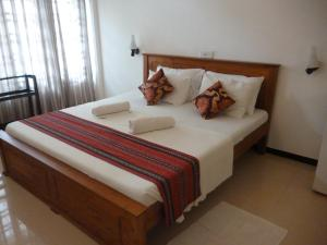 A bed or beds in a room at Hotel Ocean View Cottage