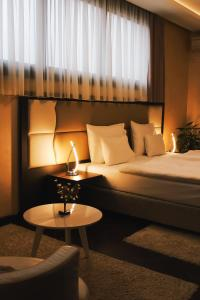 A bed or beds in a room at Hotel Alexandar Lux
