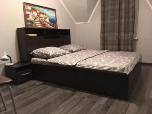 A bed or beds in a room at Таунхаус, оз. Банное