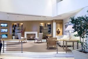Лобби или стойка регистрации в Golden Age Athens Hotel