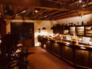 A restaurant or other place to eat at Hotel Friedchen mit eigener Fleischerei