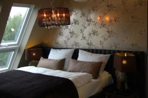A bed or beds in a room at Boutique-Hotel & Boardinghouse GEORGES
