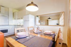 A kitchen or kitchenette at Edificio Lodero