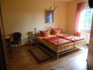 Ein Bett oder Betten in einem Zimmer der Unterkunft Wellnesshotel Legde