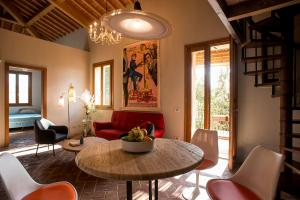 A seating area at Tuscany Forever Apartments 2