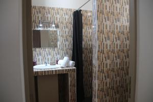 A bathroom at Chez Fatima et Hervé