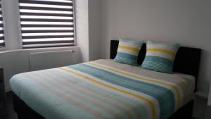 A bed or beds in a room at Nieuw 2 Slaapkamer Appartement van 90 m²