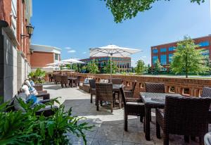 A restaurant or other place to eat at Hilton Columbus at Easton