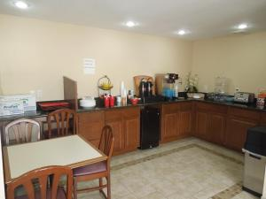 A restaurant or other place to eat at Budget Inn Watkins Glen