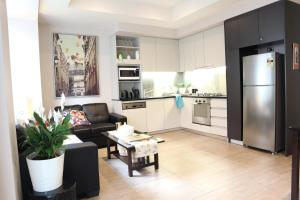A kitchen or kitchenette at Perfectly located in the heart of Collins St Melbourne CBD