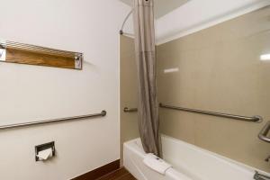 Ванная комната в Motel 6-Davenport, IA