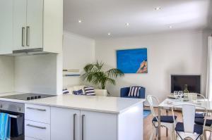 A kitchen or kitchenette at Cronulla Beach House B&B