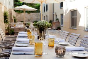 Ein Restaurant oder anderes Speiselokal in der Unterkunft Gasthof Zufriedenheit