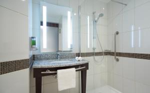 A bathroom at Hampton by Hilton Saint-Petersburg ExpoForum