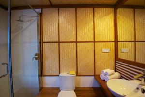 A bathroom at Yathra Houseboat by Jetwing
