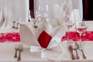 """A restaurant or other place to eat at Hotel & Restaurant """"Deutscher Kaiser"""""""