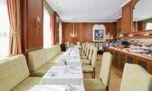 A restaurant or other place to eat at Living Hotel Berlin Mitte