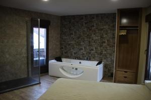 Un baño de Casa Rural Casa de Chocolate