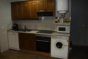 Una cocina o zona de cocina en Casa Rural Casa de Chocolate