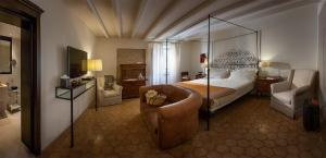 A bed or beds in a room at Relais & Chateaux Palazzo Seneca