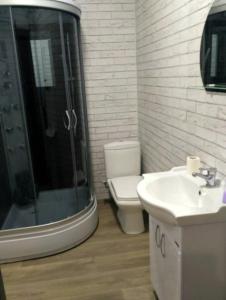 Ванная комната в Bungalow on Bannoye Lake