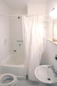 Un baño de Hotel Colonial Salta