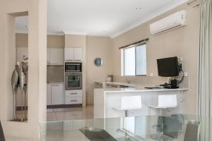 A kitchen or kitchenette at A PERFECT STAY - Bella on Banyan