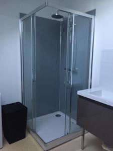 A bathroom at Gîtes d'Olbiche