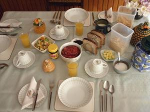 Breakfast options available to guests at Jenny's Bed & Breakfast