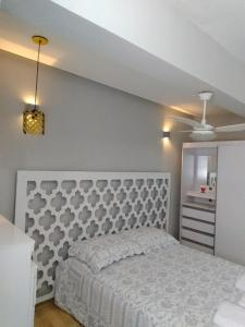 A bed or beds in a room at Apartamentos na Serra