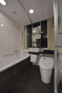 A bathroom at The Royal Park Hotel Tokyo Haneda