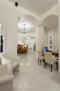 The lobby or reception area at Maison Milano | UNA Esperienze