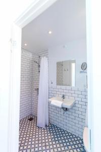 A bathroom at Rødvig Kro og Badehotel