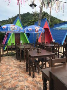 Ein Restaurant oder anderes Speiselokal in der Unterkunft New Hut Bungalow