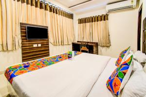 A bed or beds in a room at FabHotel Pearl City