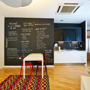 A kitchen or kitchenette at Central Downtown Apartments by Irundo