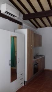 A kitchen or kitchenette at Mas de l'Olivier