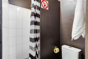 A bathroom at Loft Hotel P12