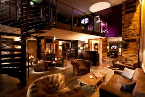 The lounge or bar area at pentahotel Leipzig