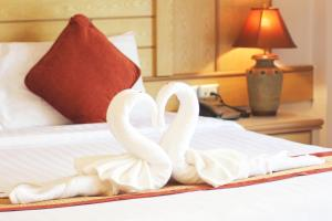A bed or beds in a room at Baan Boa Resort