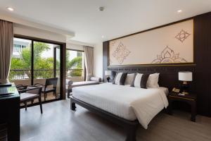 A bed or beds in a room at Krabi Heritage Hotel
