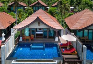 Vaade basseinile majutusasutuses Nora Buri Resort & Spa või selle lähedal
