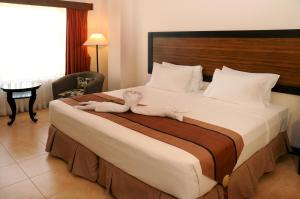 A bed or beds in a room at Hotel Tropika