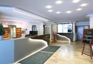 Lobby/Rezeption in der Unterkunft JUFA Alpenhotel Saalbach