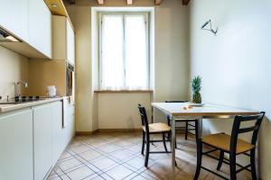 A kitchen or kitchenette at Residenza Ascanio Sforza