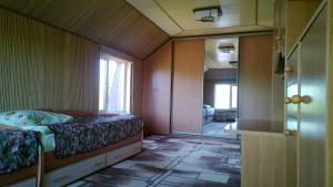 Кровать или кровати в номере Домик Рыбака