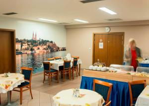 A restaurant or other place to eat at Hotel Inos