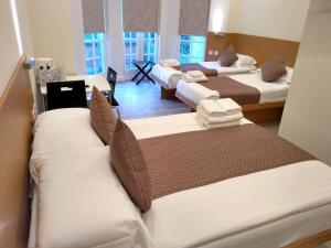 A bed or beds in a room at NOX HOTELS - Olympia